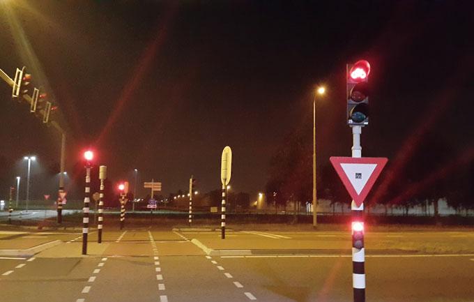 별도의 신호등이 있는 자전거 전용 횡단로.