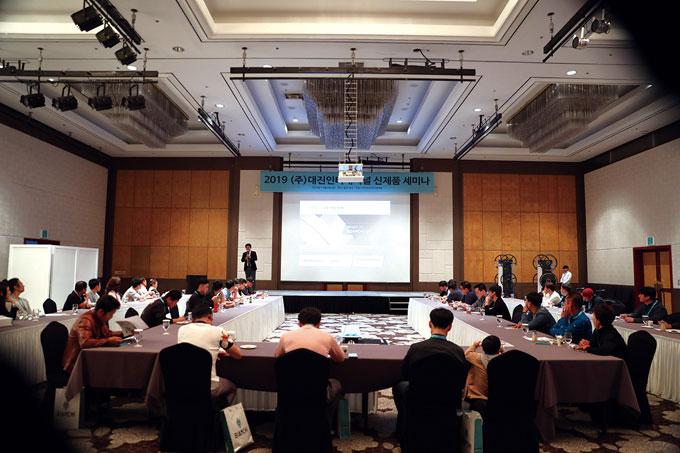 서울에서 진행된 세미나에 참석하지 못한 대리점주들을 위해 한 번 더 세미나가 열렸다. 이날 행사에는 41명의 대리점주가 함께했다.