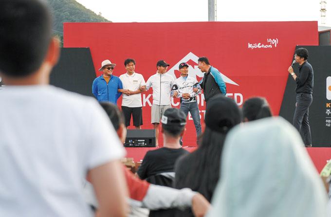 다양한 참가 게임을 통해 축제분위기가 무르익었다.