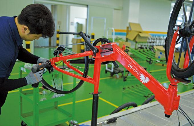 라인작업중인 자전거들