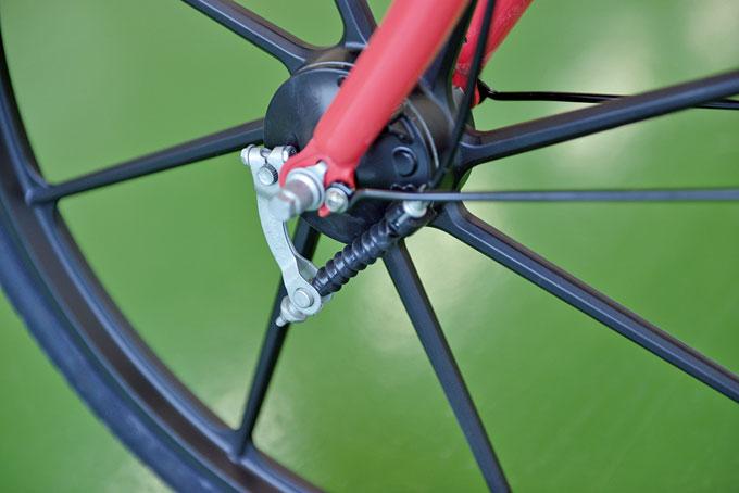 브레이크의 제동력 역시 전기자전거의 파워와 무게를 감당할 수 있게 설계되었다.