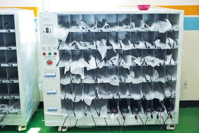 마이벨로가 자체제작한 리튬배터리 대량 충전기. 안정성을 갖춰 업체들의 선호도가 높다.