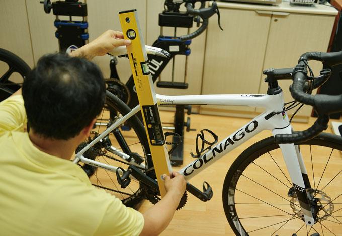 현재 대상자의 자전거는 신체사이즈에 맞게 조정된 상태로 별다른 조정 없이 안장 각도만 조정했다. 이후의 피팅은 페달링 테스트 후 진행된다.